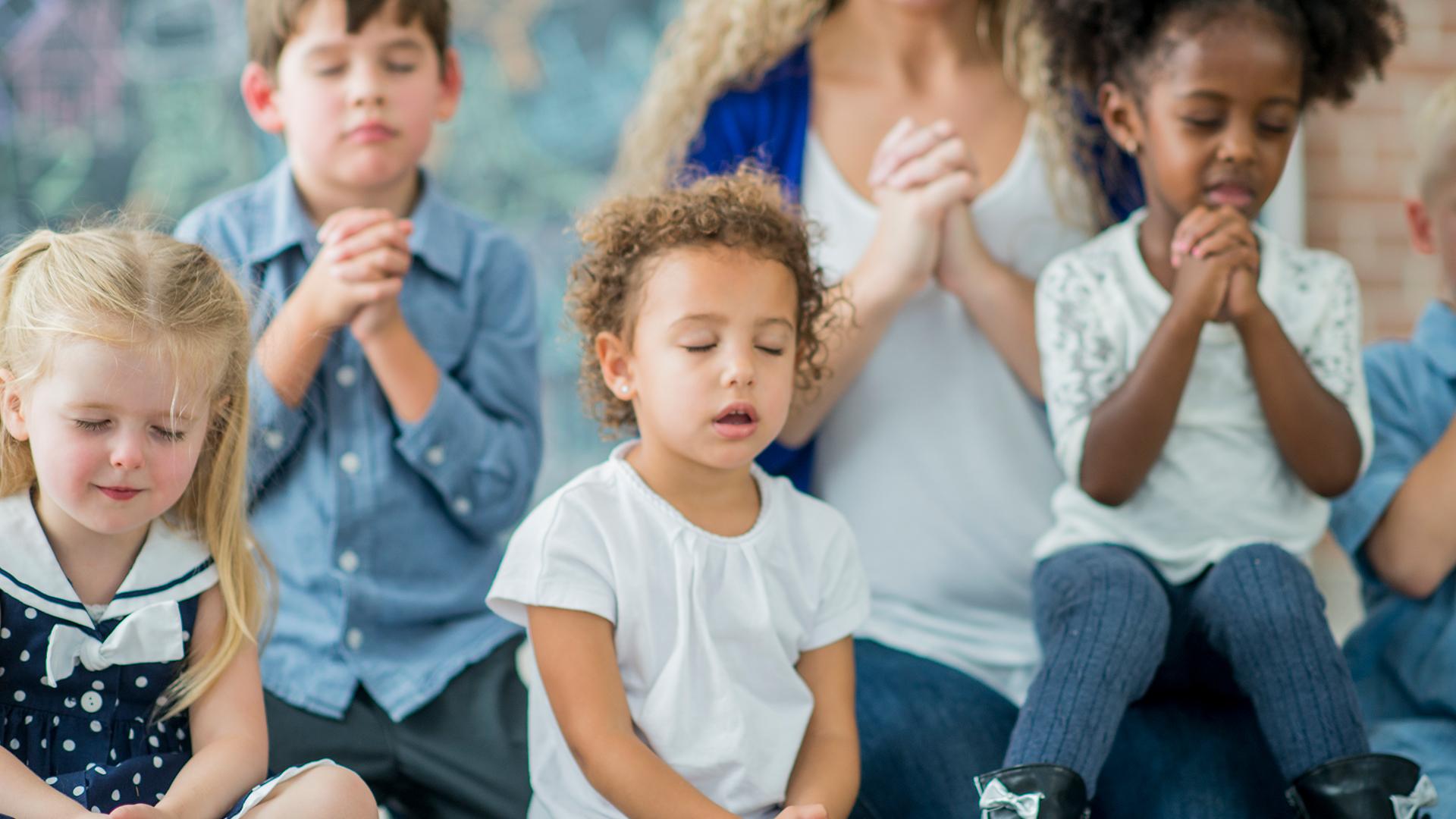 lent-kids-pray